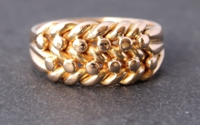 18ct Gold Keeper Ring